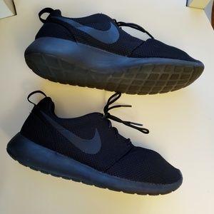 Nike Roshie running sneakers
